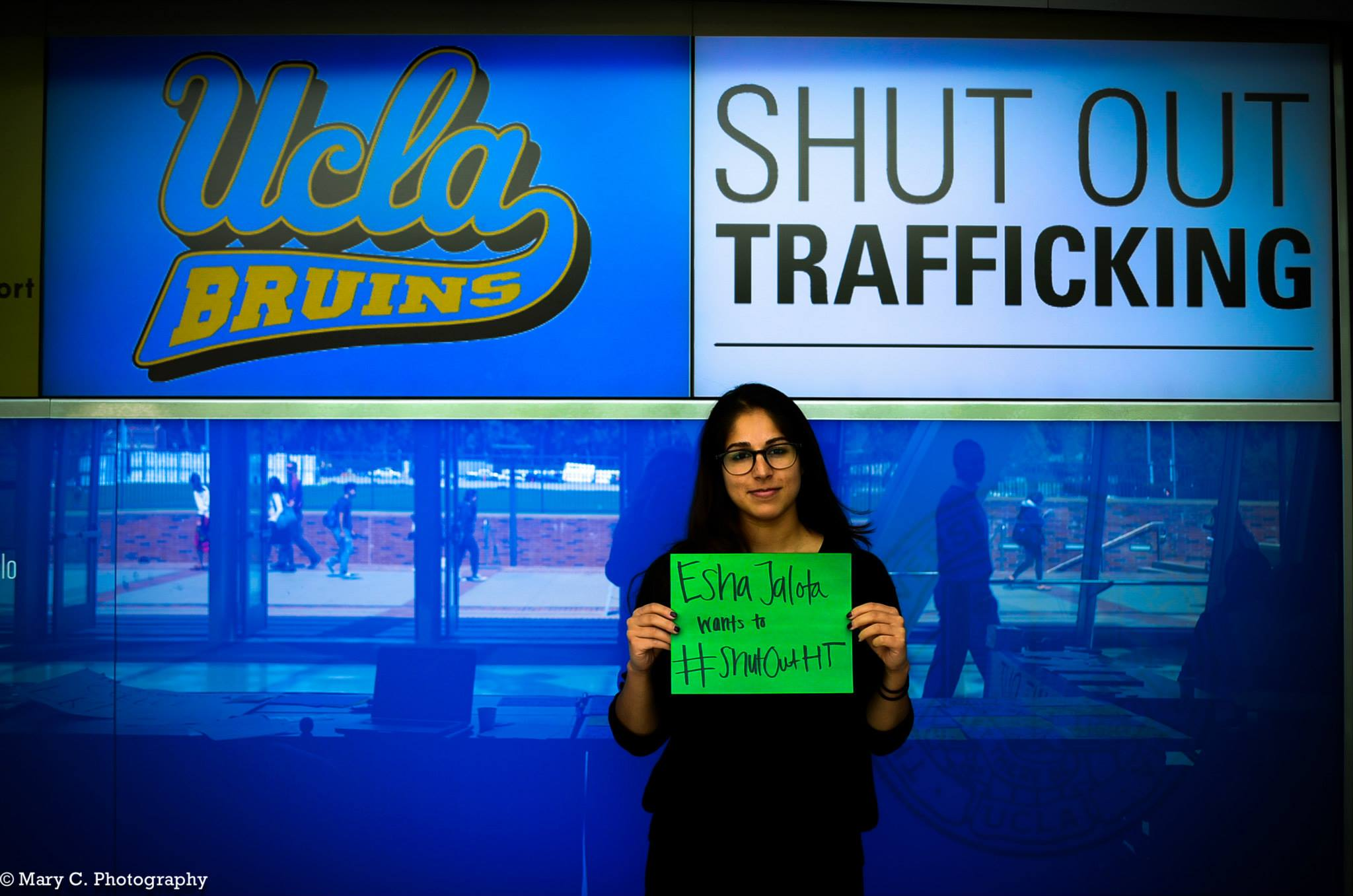 Esha Jalota standing up to Shut Out Trafficking #ShutOutHT. Photo Credit: Mary C.