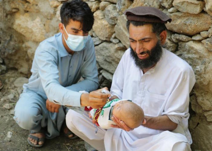 Children are being vaccinated against polio during the resumed UNICEF-supported vaccination campaign in Jalalabad, Afghanistan.