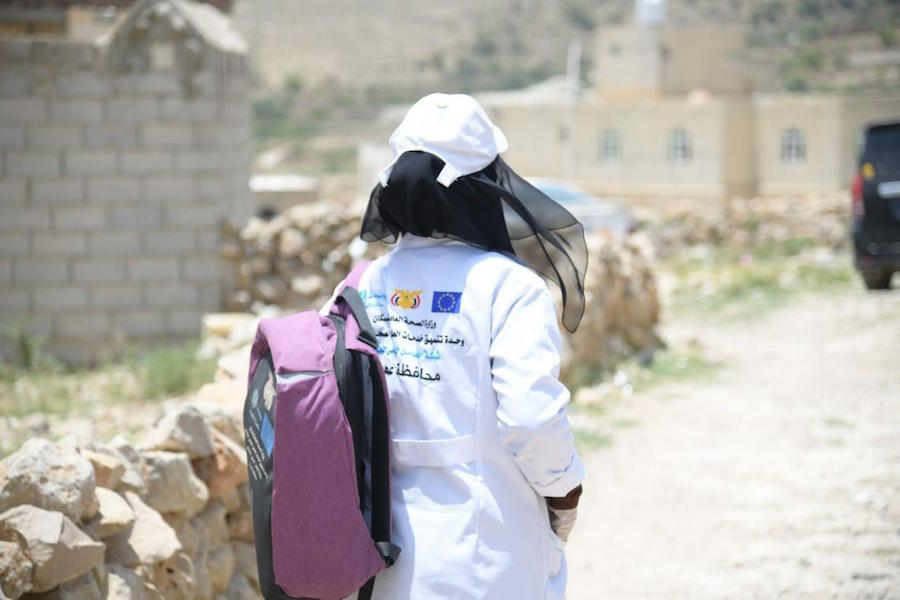 In Yemen, UNICEF-supported community health workers like Basma conduct home visits and follows up on cases of children and women in need.
