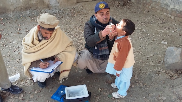 A UNICEf-supported Rotary International volunteer vaccinates a child against polio in rural Pakistan, 2017.