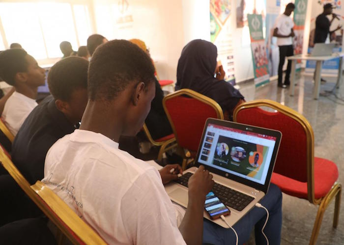 An interactive web platform designed by Niger's youth with support from UNICEF helps communities get information, share concerns and report alerts of Covid-19.