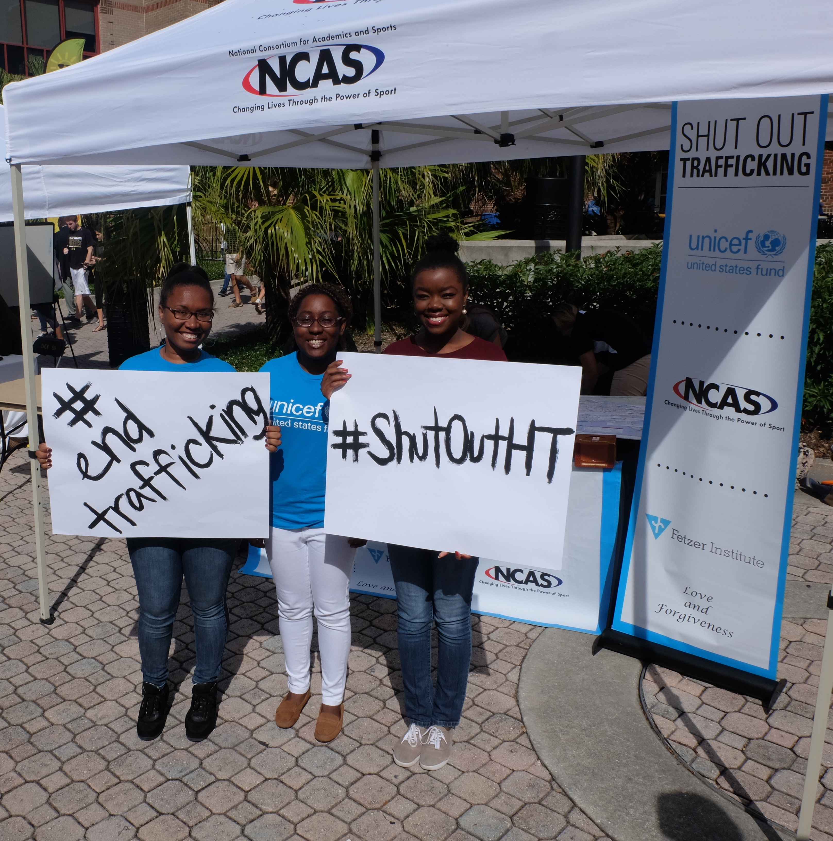 Ligia Forbes and other UNICEF at UCF Club members at Shut Out Trafficking week