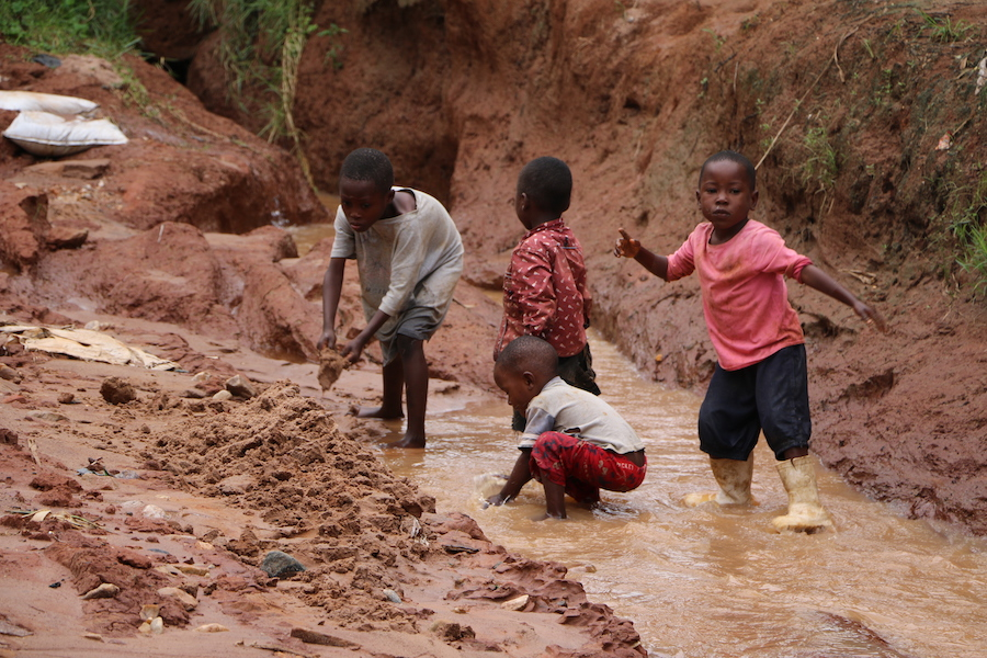 Torrential rains in late 2019 and early 2020 have caused massive flooding in Burundi, destroying homes and leaving families vulnerable. UNICEF is there to help.