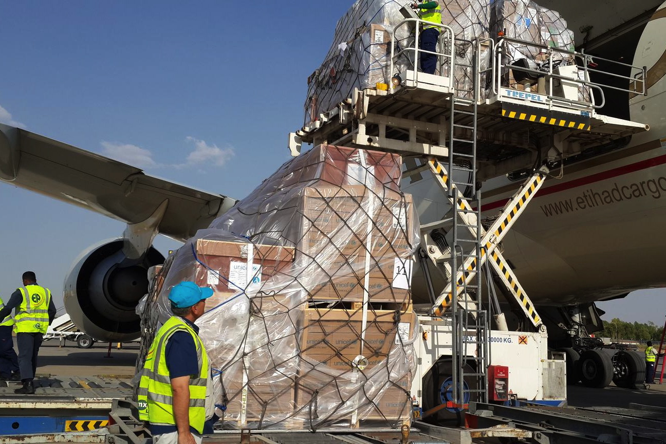 UNICEF Senior Supply/Logistics Assistant Kasim Muhamad supervises the loading of UNICEF emergency supplies onto an aeroplane at the airport in the northern-eastern city of Erbil in Kurdistan Region.