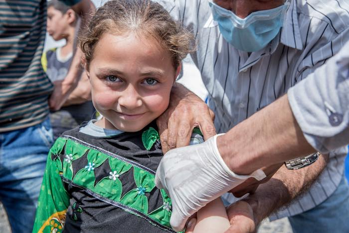 Iraqi girl gets vaccinated.