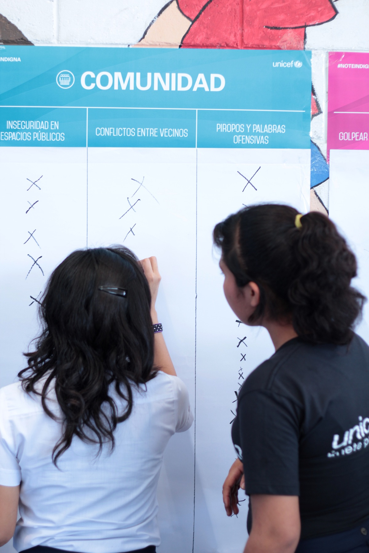 Schoolchildren in a UNICEF-supported anti-violence program in El Salvador.