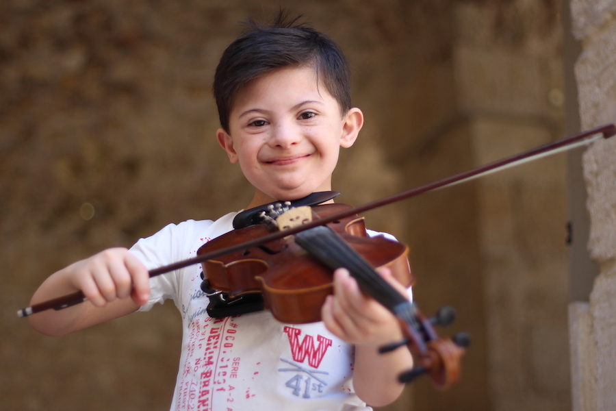 Somar, 8, is learning to play the violin in Aleppo City, Syria, thanks to a UNICEF-supported program.