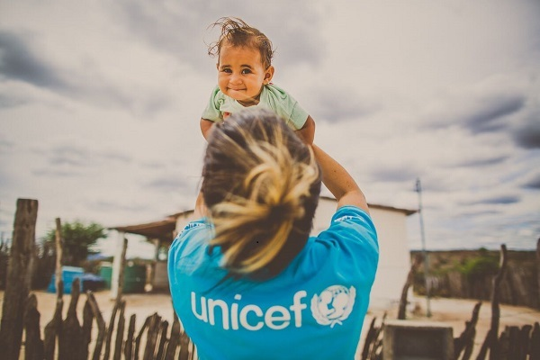After meeting Baby Yasmin and her big sisters in inland Bahia, Brazil, UNICEF and partners got the older girls into school. Now they — and Yasmin — have a chance to break the cycle of illiteracy that consigned their mother and grandmother to a life of pov