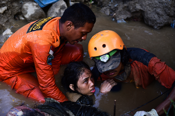 Nurul Istikhoroh (15) is evacuated by the Basarnas team at the Balaroa National Park in West Palu, Central Sulawesi, after almost 48 hours of being trapped in the rubble of their house and being submerged in water after the earthquake and tsunami that str