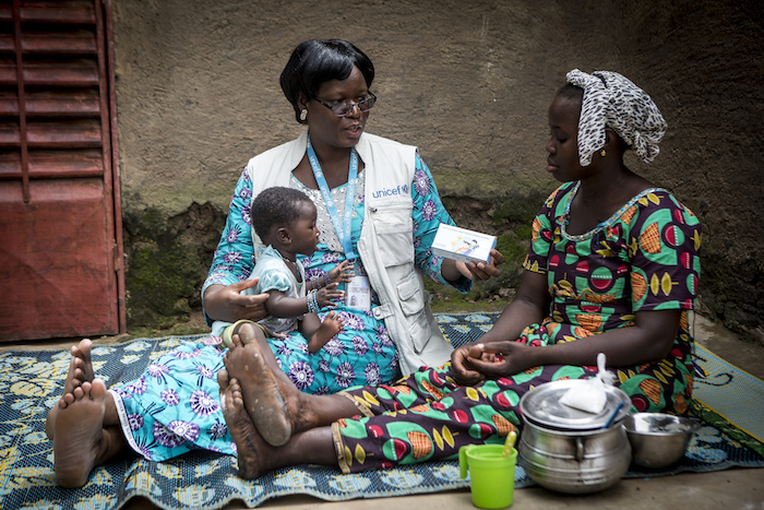 Marietta Mounkoro, a nutrition officer based at the UNICEF field office in Sikasso, Mali, explains the benefits of micronutrient powders to the mother of a 6-month-old infant Chatou.