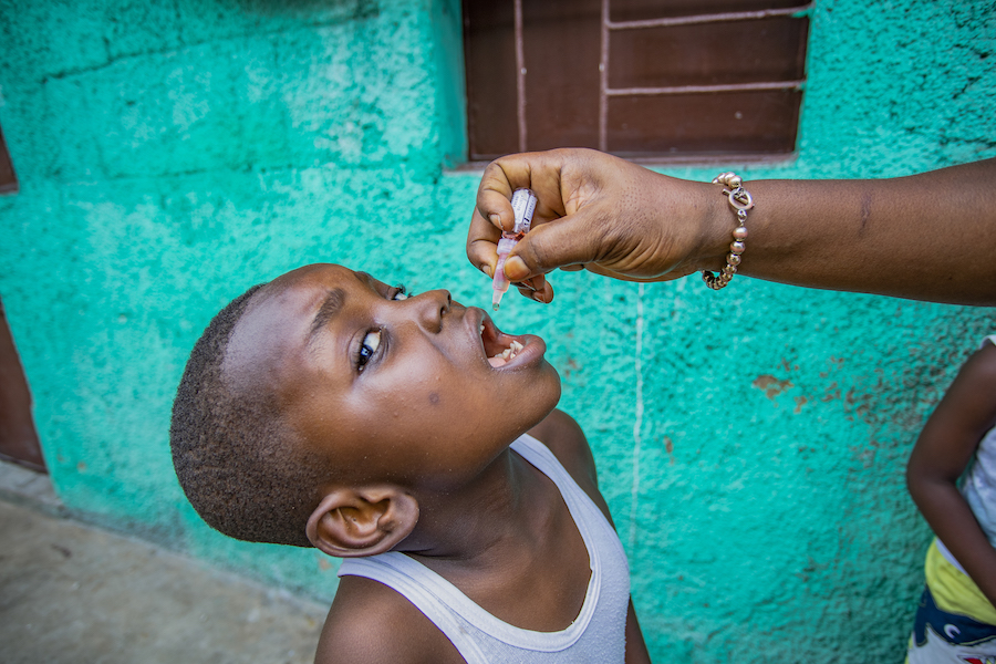 4-year-old Daniel receives polio drops as part of UNICEF-supported immunization campaign in Kinshasa, DR Congo.
