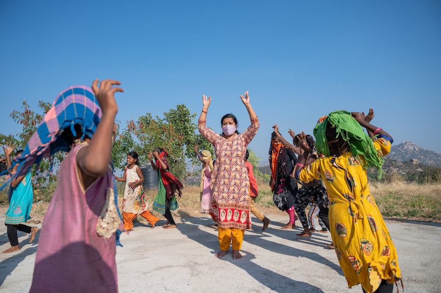 A UNICEF psychosocial support engagement coordinator organizes a fun activity with children in need in Gujarat, India.