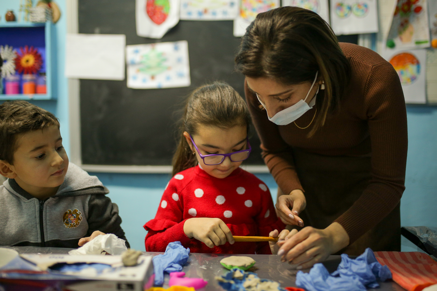 Art classes helped re-establish a sense of normalcy for children in Armenia who were affected by the fighting that broke out in the Nagorno-Karabakh region last Fall. UNICEF and partners created a program to ensure kids could keep up with their studies an