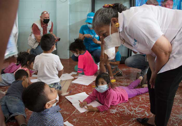 Jean Gough, UNICEF Regional Director for Latin America and the Caribbean, visited with migrant children at a UNICEF-supported Child-Friendly Space in Ciudad Juárez, Chihuahua, Mexico.