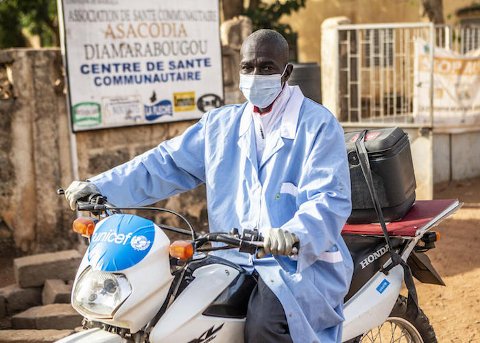Youssouf Diarra lives in Diamarabougou, a village in the Markala Health District in the central region of Ségou. He has been a vaccinator in the community health center for over 20 years.