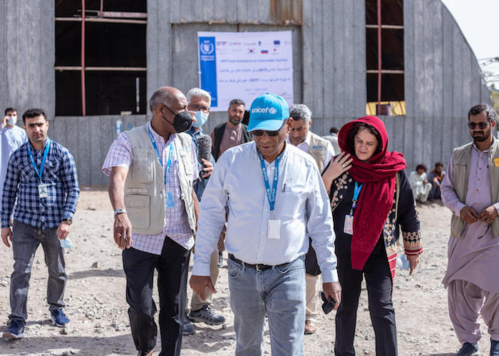 UNICEF Representative in Afghanistan, Herve Ludovic de Lys (center) and WFP Afghanistan Country Director Mary-Ellen McGroarty (in red), arrive at a WFP food distribution site in Herat city where more than 1,000 households are provided with food assistance