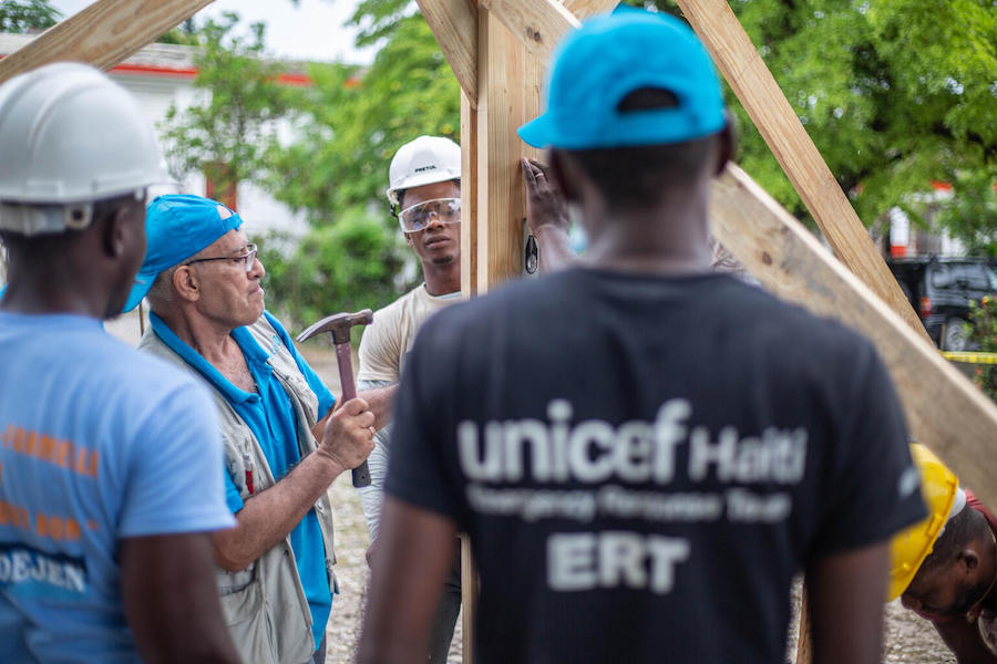 In Les Cayes, Haiti, UNICEF workers are repairing and rebuilding schools damaged by the August 2021 earthquake.