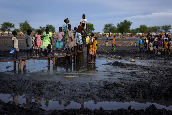 Drawing water at a borehole in the river bed running through the village of Aburoc, South Sudan, where thousands of people, displaced by fighting near their homes, live in the open. © UNICEF/UN065988/Hatcher-Moore