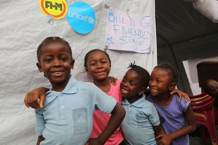 UNICEF has opened a Child-Friendly Space at the temporary displacement center in Regent, Freetown. Under the care of trained counselors, children can play safely.