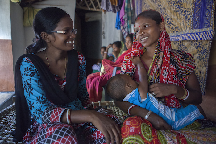 A community health volunteer advises a mother on breastfeeding, nutrition and infant care as part of a UNICEF-supported program in Jharkhand State, India.