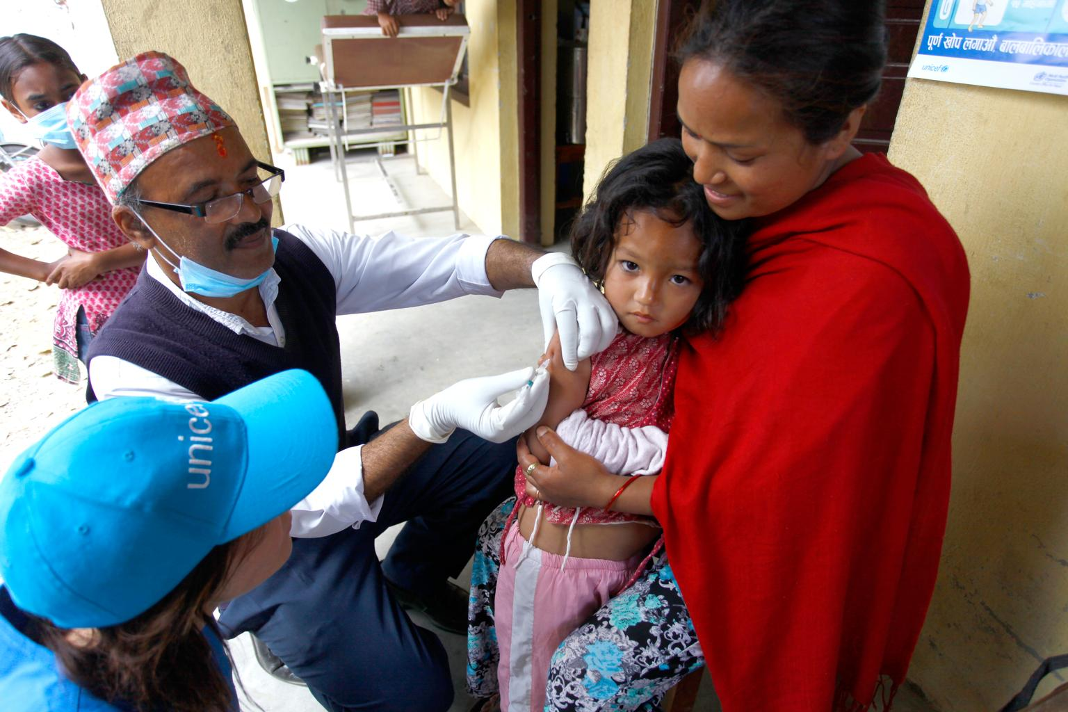 Neisha Shakya, 4, receives a measles and rubella vaccination. © UNICEF/NYHQ2015-1107/Panday