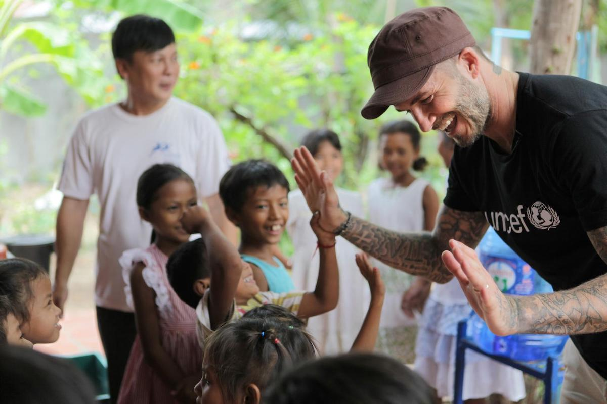 UNICEF Goodwill Ambassador David Beckham visits with children who are benefiting from UNICEF-supported education programs in Cambodia © UNICEF/UNI196224/Irby