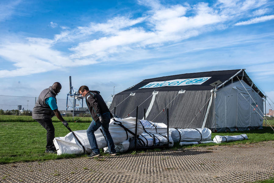 New tent prototypes were tested outside the UNICEF Supply Division in Copenhagen, and field tested in emergency contexts in Afghanistan, Uganda and the Philippines.
