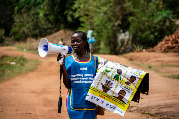 A UNICEF-supported social mobilizer makes her rounds in Yambo, South Sudan, promoting behaviors and practices that are critical for the prevention of COVID-19.