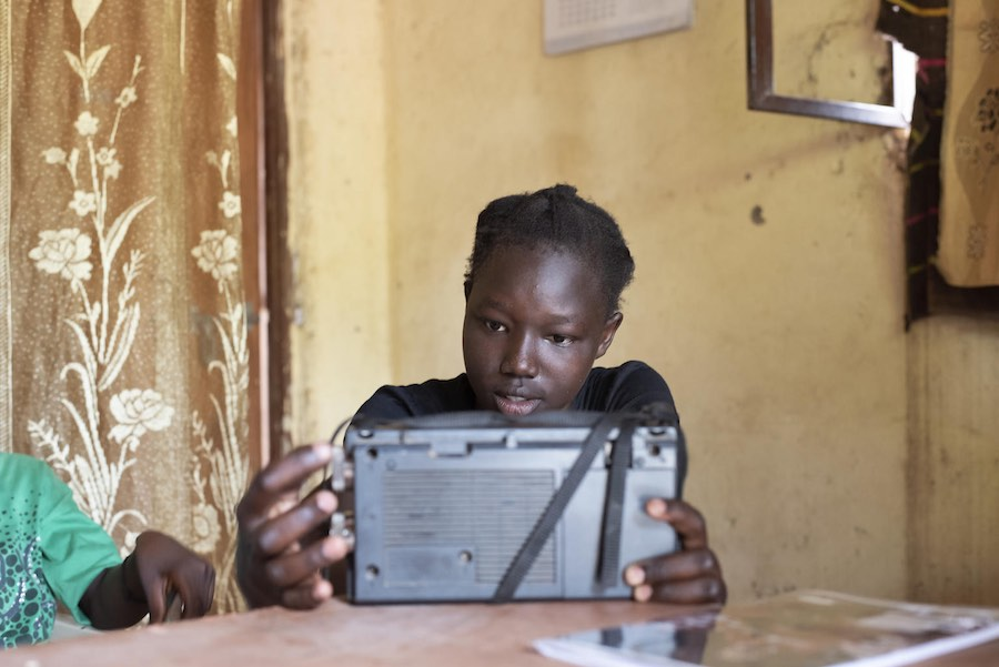 Angures Buba (14) is tuning in on the educational radio lessons. Angures is in primary 8, and the lessons today are covering Engllish and Sience. Angures lives in the campital Juba, in a part of town called Munuki.