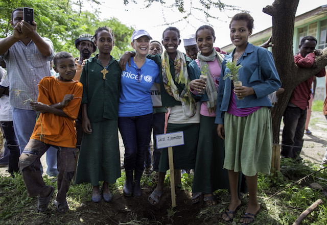 Carol Hamilton making friends in Ethiopia with UNICEF. © UNICEF USA