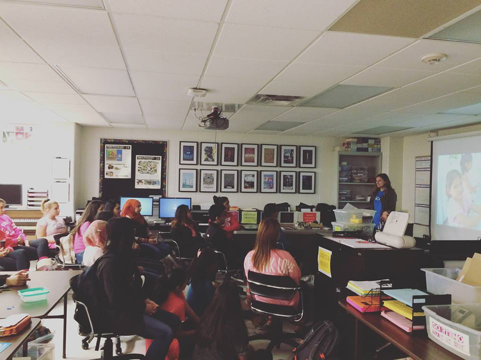 Chicago Community Engagement Fellow, Whitney Cross, speaks with students