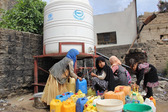 In the outskirts of Sa'ada city, Yemen, water is hard to come by. UNICEF has set up free water points.