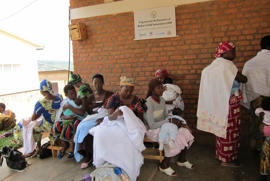 In 2010 Zonta's ongoing partnership with UNICEF USA continued to focus on the prevention of mother-to-child transmission (PMTCT) of HIV in 20 UNICEF-supported sites throughout Rwanda.