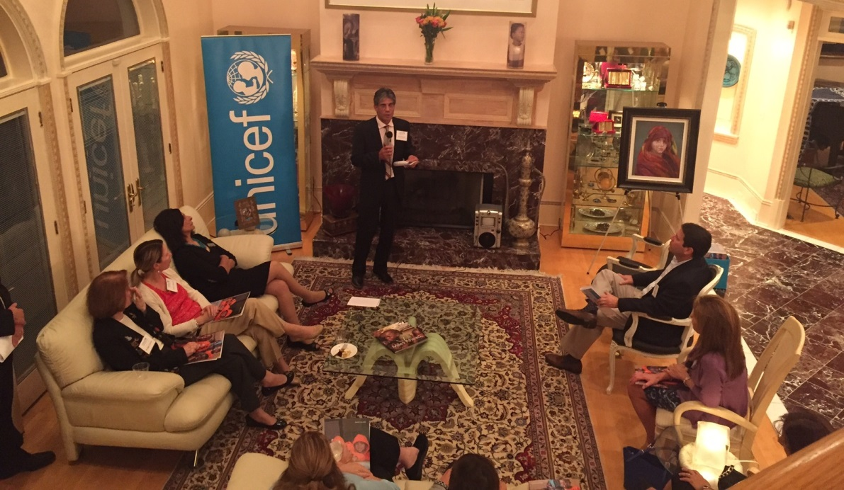 Dr. Reza Hossaini speaks with guests about global polio eradication