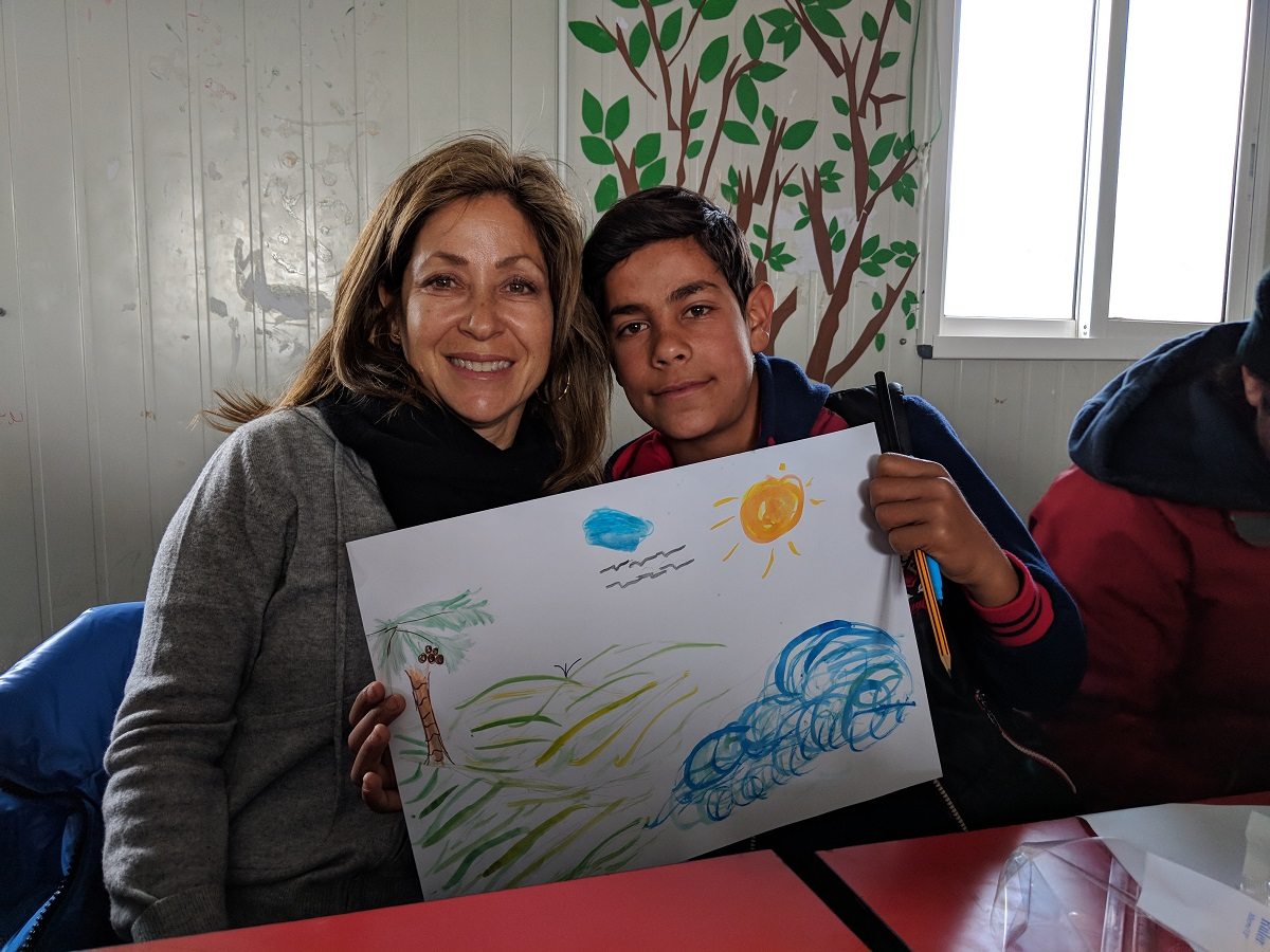 UNICEF USA Northwest Regional Board Chair Marimo Berk assisted students in the Za'atari refugee camp in Jordan with an art project.