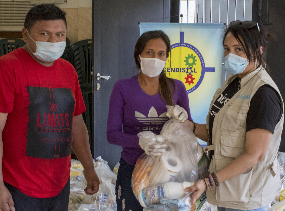 To help families in Venezuela struggling during the COVID-19 pandemic, UNICEF and partners provide food kits and academic follow-up for students as part of the Education Cannot Wait program.