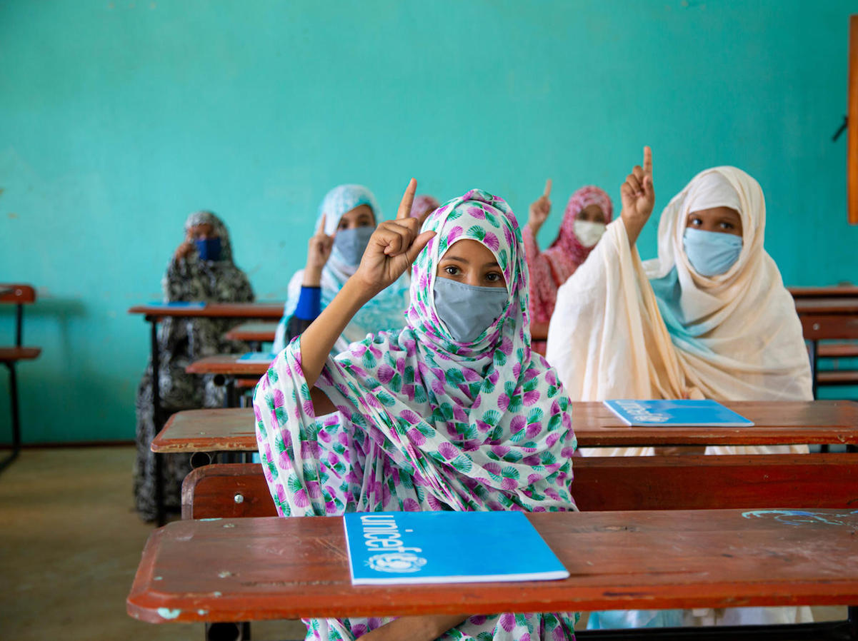 After several months of school closures due to coronavirus, Mauritanian students in their final year of elementary school were able to take their exams with preventive measures in place, including mask wearing and a limited number of students per table.