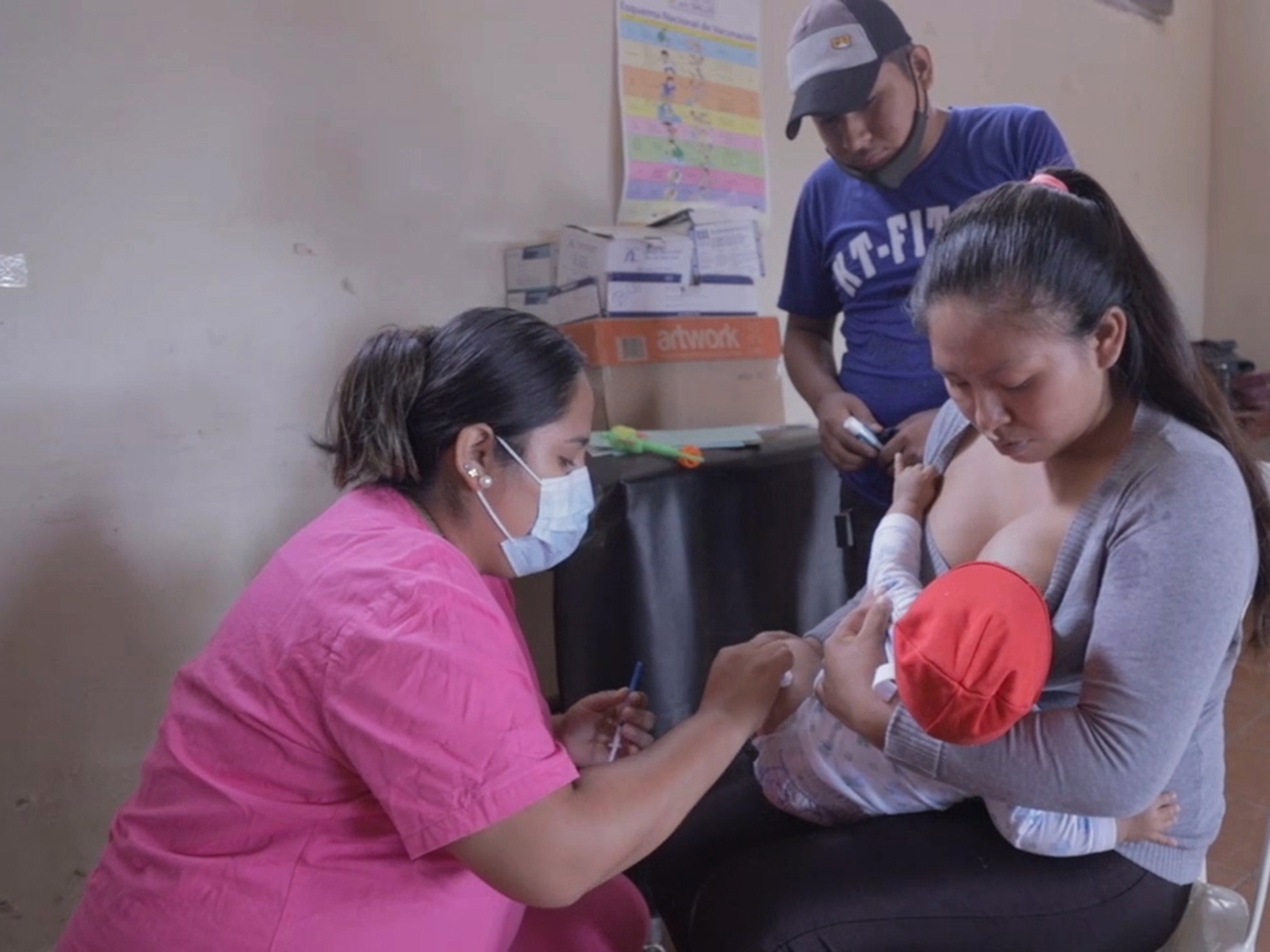 At the UNICEF-supported hospital in Pailón, Bolivia, frontline health workers who have received their COVID-19 vaccination care for their young patients with confidence.