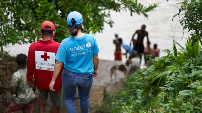 Margarita Sánchez from UNICEF andArsenio Ballester, a water specialist with a UNICEF partner agency, approach the Chucunaque River to collect water to be purified and then provided to migrant families for drinking.