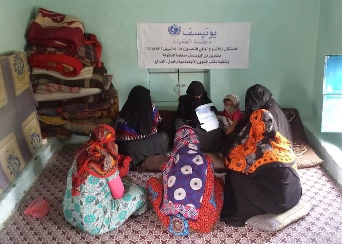 A UNICEF-supported health worker meets with women in Aden, Yemen to explain the importance of immunizing themselves and their children against preventable diseases..