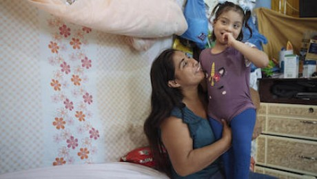 UNICEF community health monitor Magdalena and her daughter, Brithany, tested positive for COVID-19 in Mont Sinaí, Guayaquil, Ecuador — along with all of their neighbors.