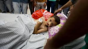 On 9 July 2014, 5-year-old Kinan, who was injured during an Israeli air strike, is surrounded by relatives and medical staff in the Intensive Care Unit at Al-Shifa Hospital in Gaza City, in the southern Gaza Strip. © UNICEF/NYHQ2014-0901/El Baba