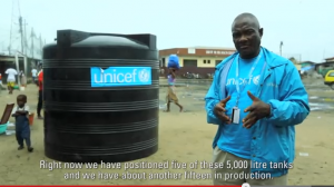 VIDEO: UNICEF provides clean water to hard-hit Ebola-affected slum in Monrovia, Liberia.