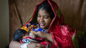 A mother breastfeeds her newborn at a UNICEF-supported hospital in Bangladesh.