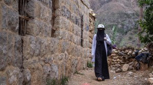 23-year-old Saba, a UNICEF-supported community health worker, travels on foot to reach families cut off from health services by fighting in Bait Essa Emran governate, Yemen in May 2020..