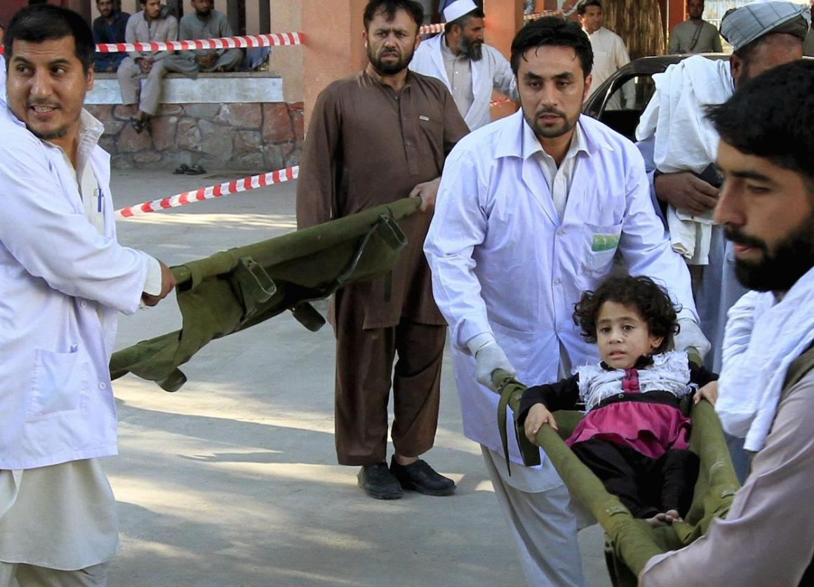 Rescue workers carry a girl who was injured after an earthquake, at a hospital in Jalalabad, Afghanistan, October 26, 2015. A powerful earthquake struck a remote area of northeastern Afghanistan on Monday.