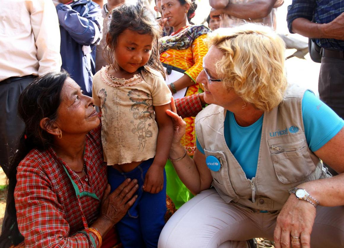 A young girl and her mother speak with UNICEF South Asia Regional Director Karin Hulshof. © UNICEF/NYHQ2015-1097/Panday