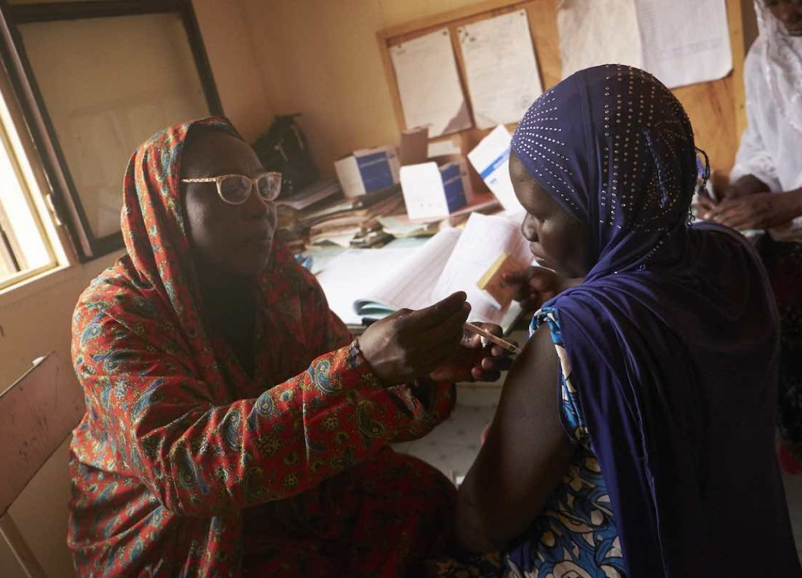 Medical assistant Yaye Aissa Boubacar injects a tetanus vaccination for pregnant mother Mariama Yacouba, at the Saguia health centre, Niamey, Niger.