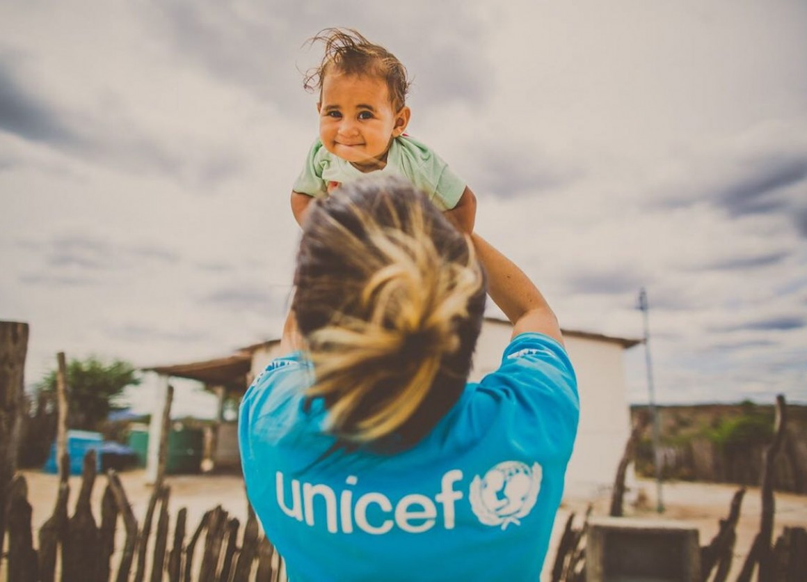 In inland Bahia, UNICEF and its partners found  Yasmin and her sisters and took the girls to school  Now, they have the chance to break the cycle of  illiteracy and to have a different future from their mother and grandmother