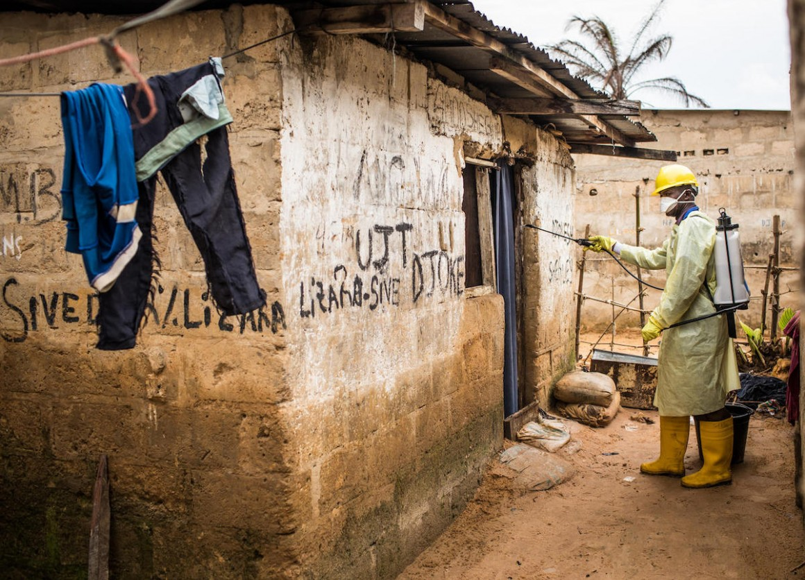 A UNICEF-supported health worker disinfects a house for cholera in the Camp Luka neighborhood of Kinshasa, Democratic Republic of the Congo, January 18, 2018.